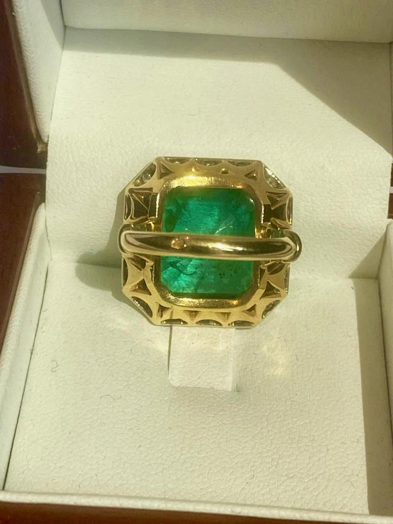 Colombian Emerald Solitaire Ring 16 Carats For Sale 1