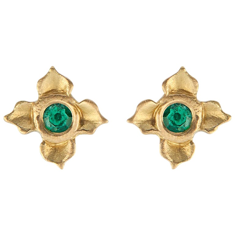 Emerald Stud Earring in Lotus Flower Motif For Sale