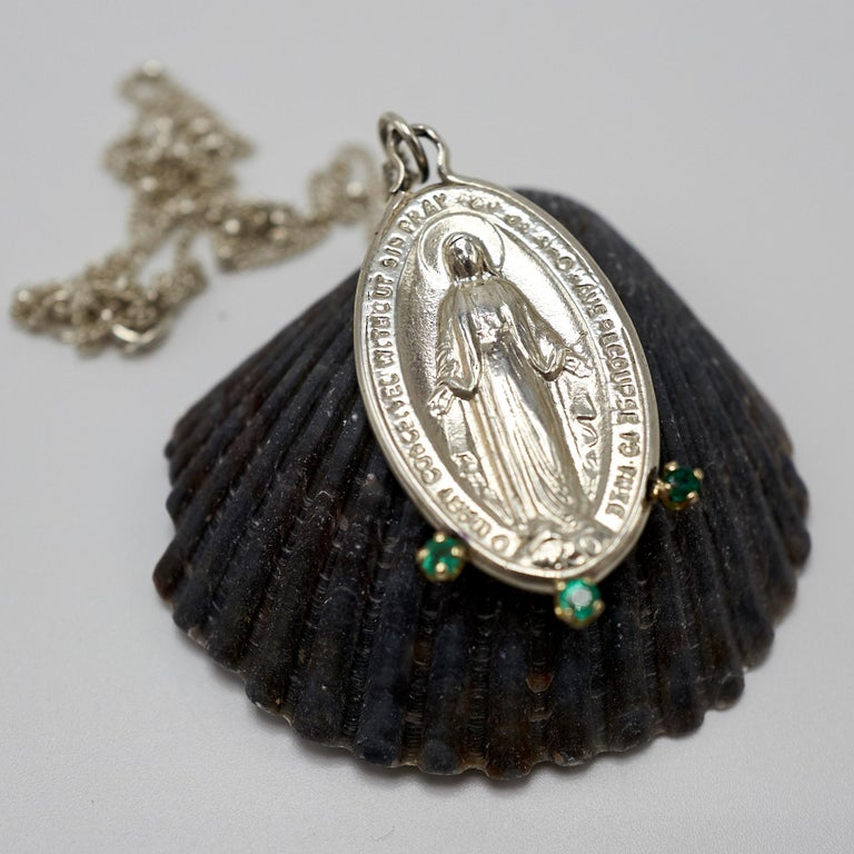 Round Cut Emerald Virgin French Miraculous Medal Oval Coin Pendant Chain Necklace Silver For Sale