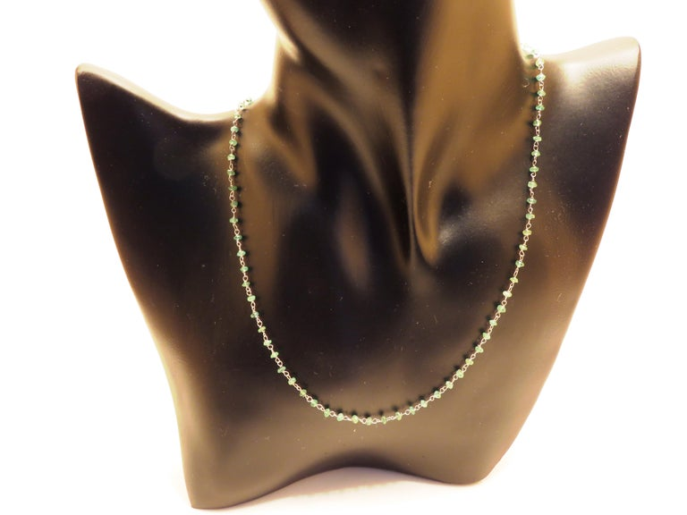 Contemporary Emerald White Gold Necklace Handcrafted in Italy by Botta Gioielli For Sale