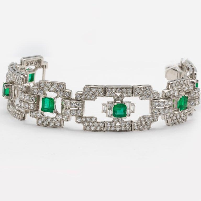 Art Deco Emeralds 4.80 Carat and Diamonds 7.80 Carat Platinum Bracelet For Sale