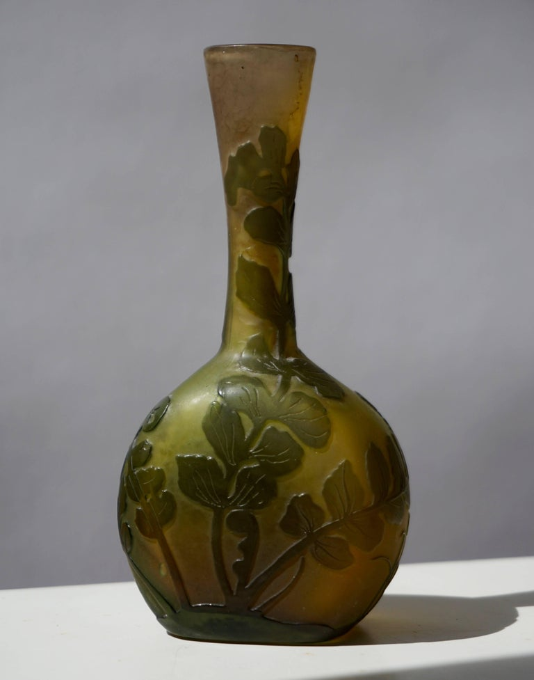 Emile Gallé French Art Nouveau Cameo Glass Vase In Good Condition For Sale In Antwerp, BE