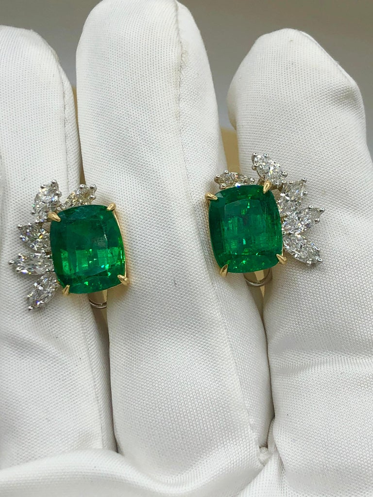Women's or Men's Emilio Jewelry 14.62 Carat Certified Vivid Green Emerald Diamond Earrings For Sale