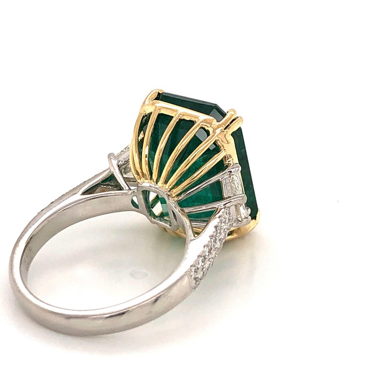 Emilio Jewelry 16.98 Carat Vivid Green Emerald Diamond Ring In New Condition For Sale In New York, NY