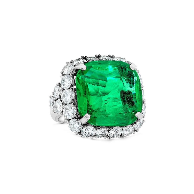 Emilio Jewelry 20.00 Carat Colombian Emerald Ring In New Condition For Sale In New York, NY