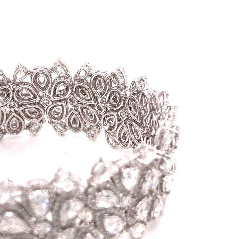 Emilio Jewelry 22.20 Carat Pear Shape Diamond Bracelet In New Condition For Sale In New York, NY