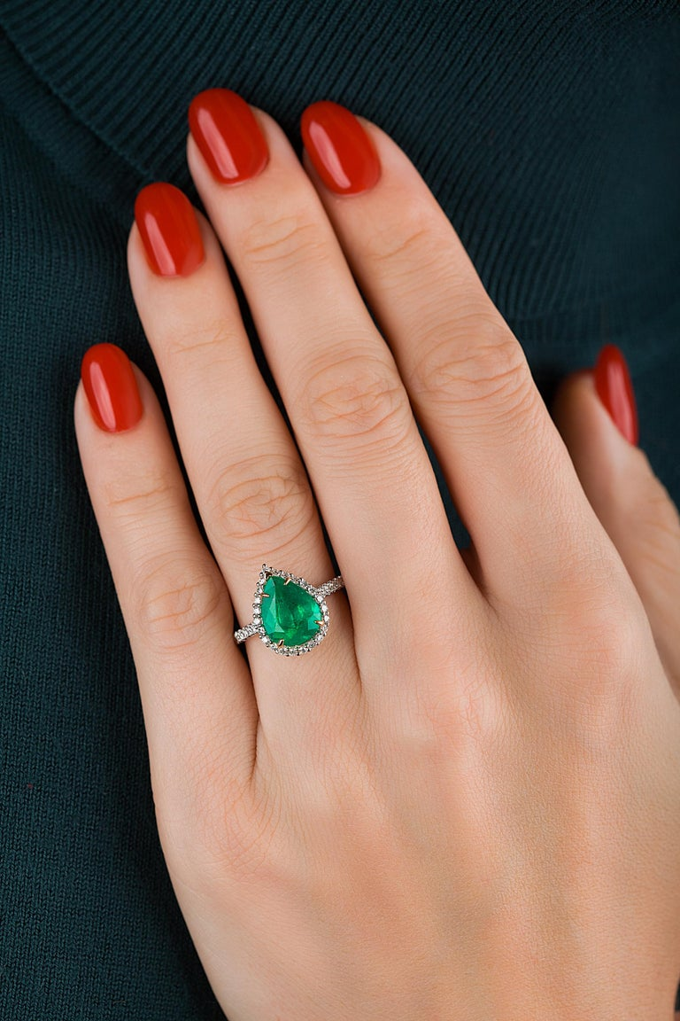 Emilio Jewelry 2.95 Carat Certified Vivid Green Emerald Diamond Ring In New Condition In New York, NY