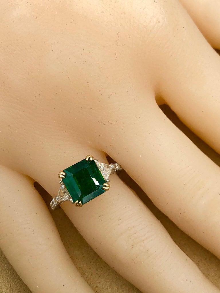 Emilio Jewelry 3.72 Carat Certified Vivid Green Emerald Diamond Ring For Sale 7