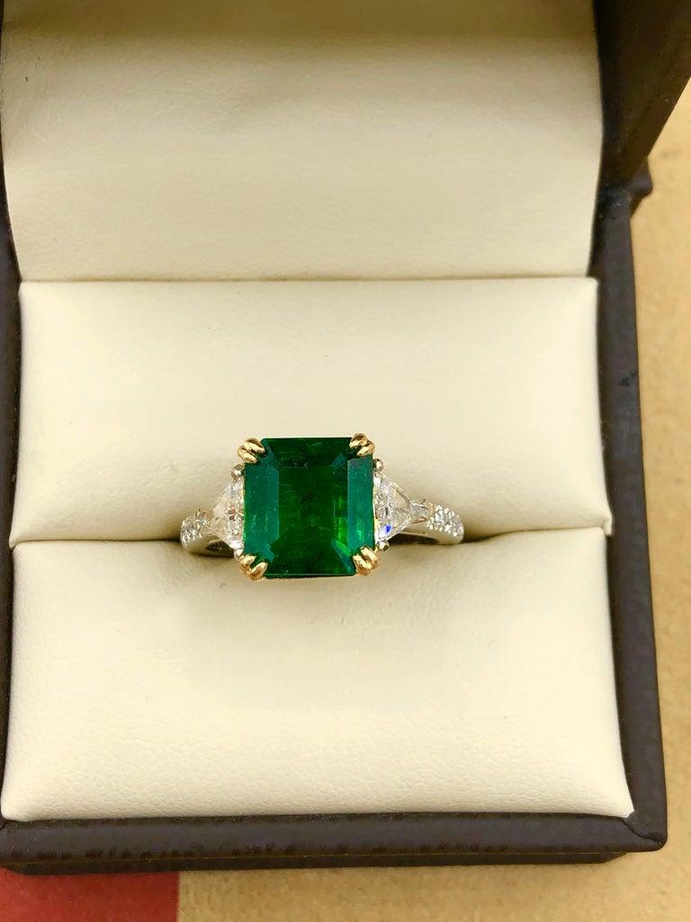 Emilio Jewelry 3.72 Carat Certified Vivid Green Emerald Diamond Ring For Sale 2