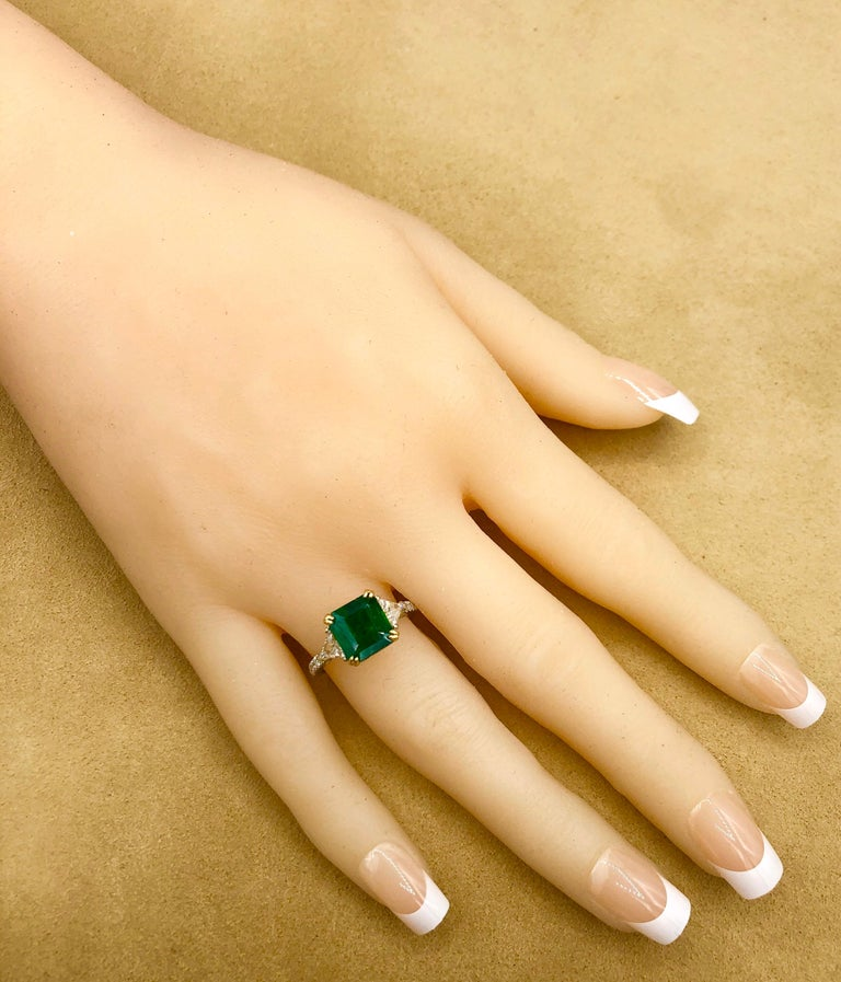 Emilio Jewelry 3.72 Carat Certified Vivid Green Emerald Diamond Ring For Sale 6