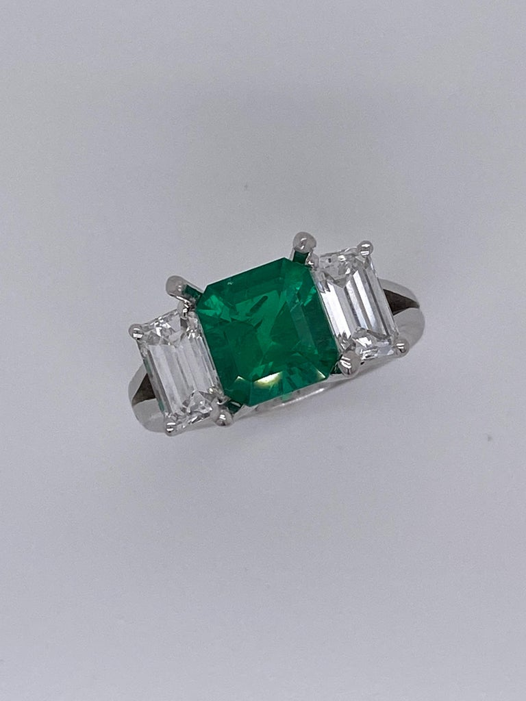 From the Emilio Jewelry Museum Vault, Showcasing a magnificent investment grade 2.28ct Gubelin certified no oil/untreated Colombian emerald. The color is Vivid Green which is the best saturation, it's a super clean stone with excellent crystal.  The