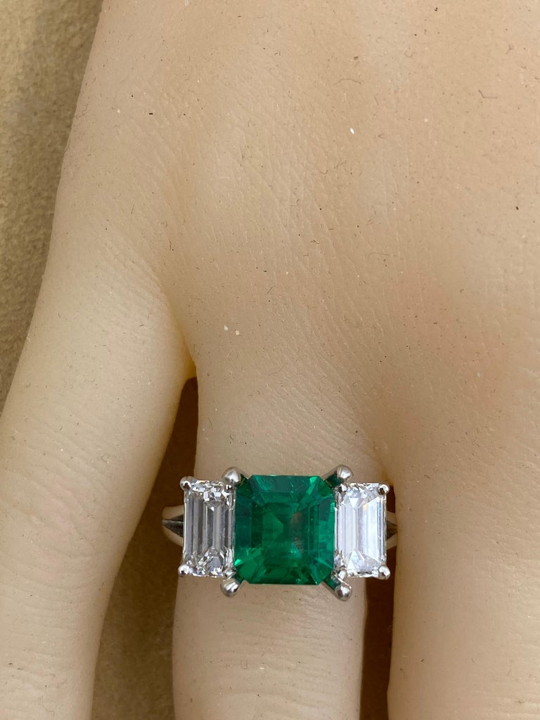 Emilio Jewelry Certified 2.28 Carat No Oil Untreated Colombian Emerald Ring For Sale 1