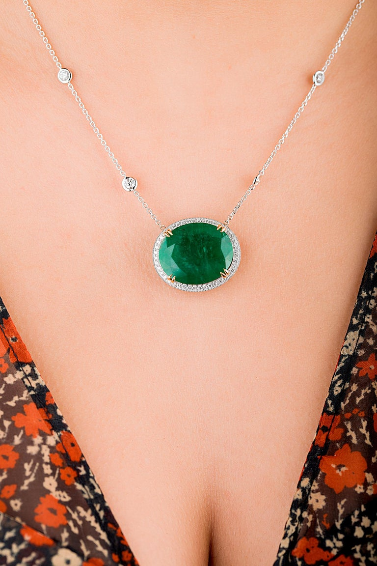 Emilio Jewelry GIA Certified 23.24 Carat Genuine Emerald Diamond Necklace In New Condition For Sale In New York, NY