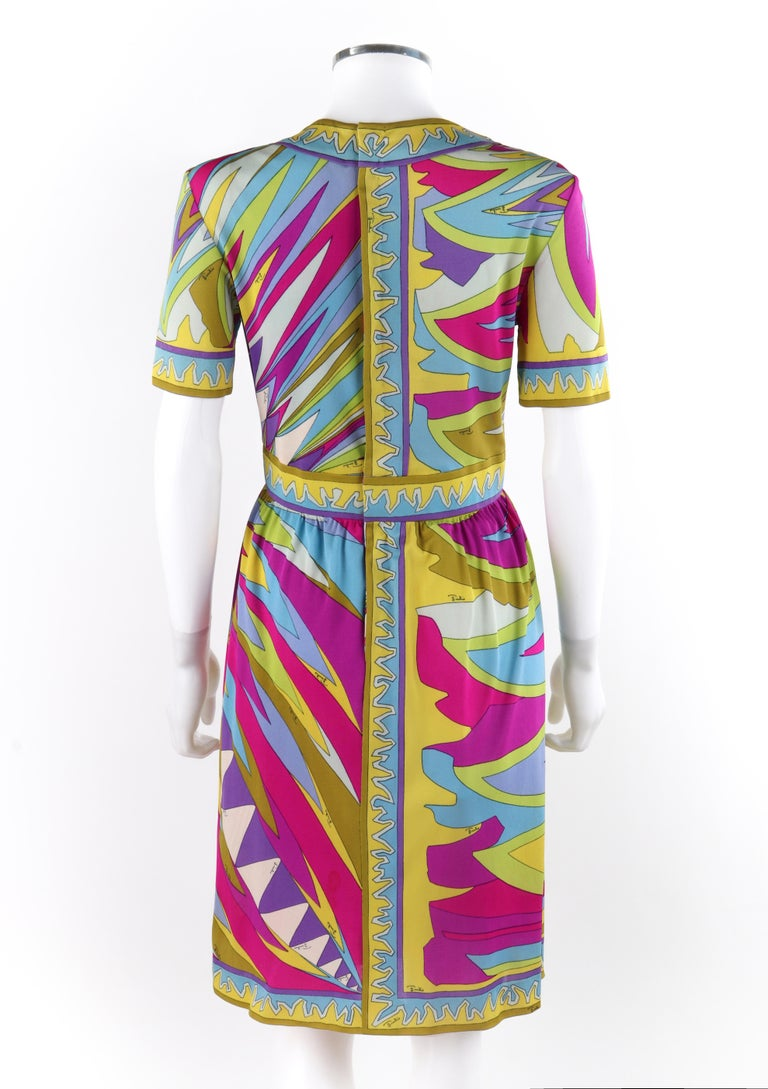 EMILIO PUCCI c.1960's Abstract Stripe Op Art Signature Print V-Neck Sheath Dress In Good Condition For Sale In Thiensville, WI