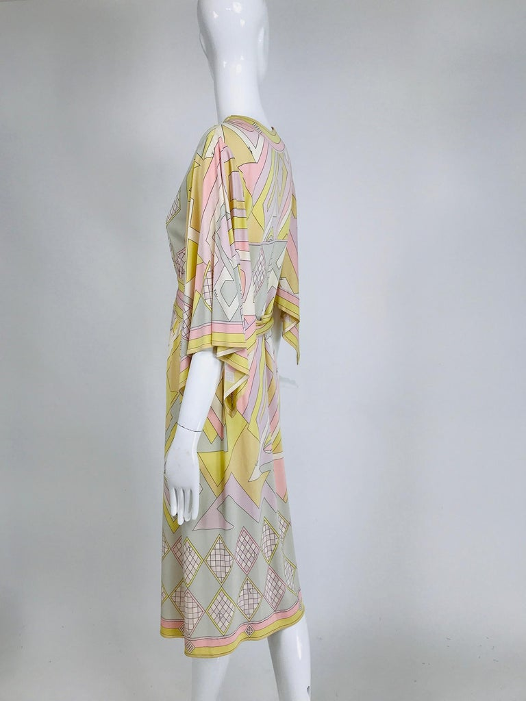 Emilio Pucci Vintage Silk V Neck Kimono Sleeve Day Dress  In Good Condition For Sale In West Palm Beach, FL