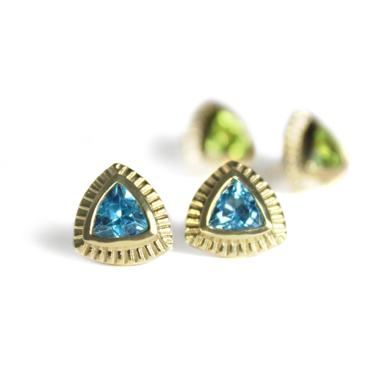 Contemporary Emily Kuvin Gold and Peridot Trillion Stud Earrings For Sale