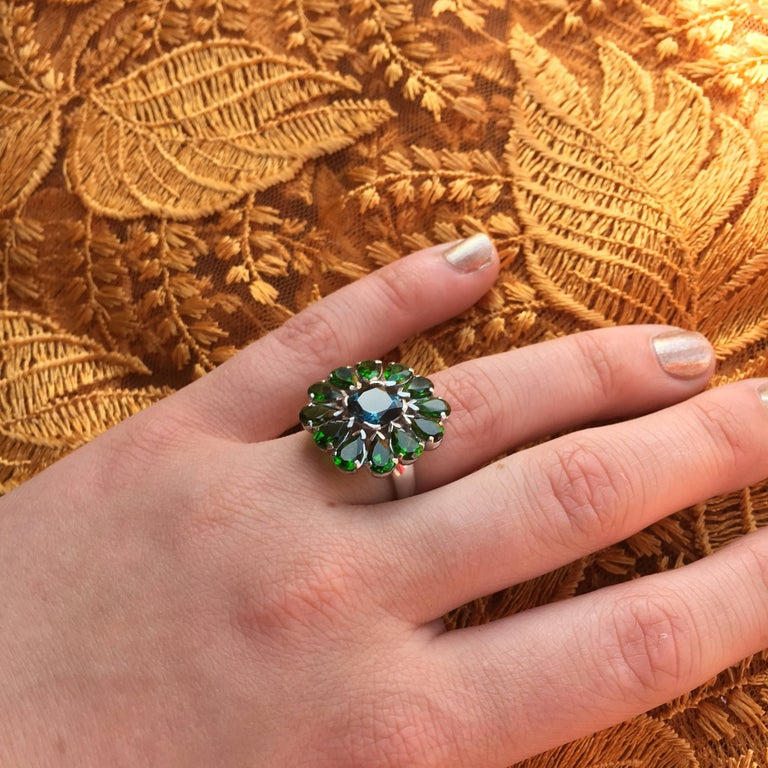 Contemporary Emma Chapman Blue Topaz Chrome Diopside Cocktail Ring For Sale