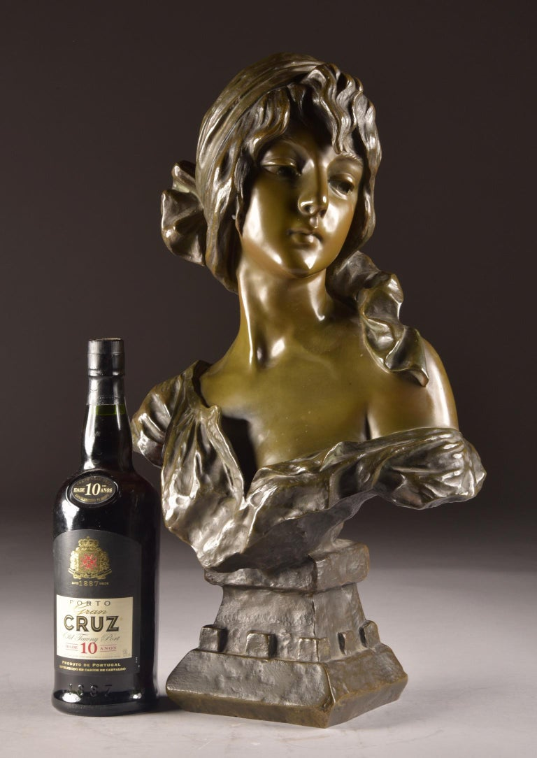 Emmanuel Villanis 'French', Large Female Bust, Signed In Good Condition For Sale In Ulestraten, Limburg