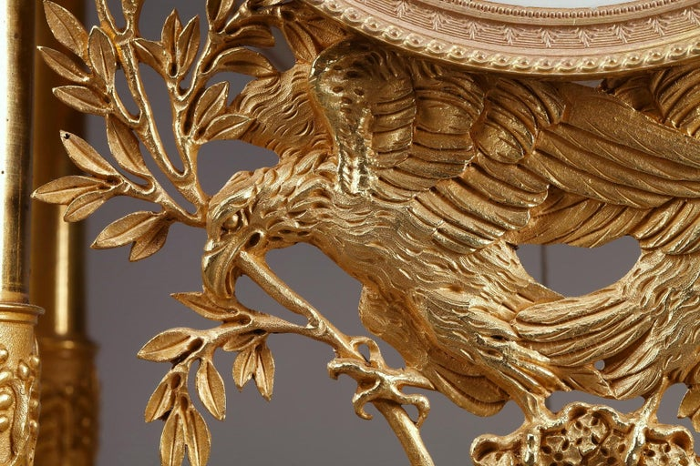 Empire Mantel Clock Allegory of Sculpture In Good Condition For Sale In Paris, FR