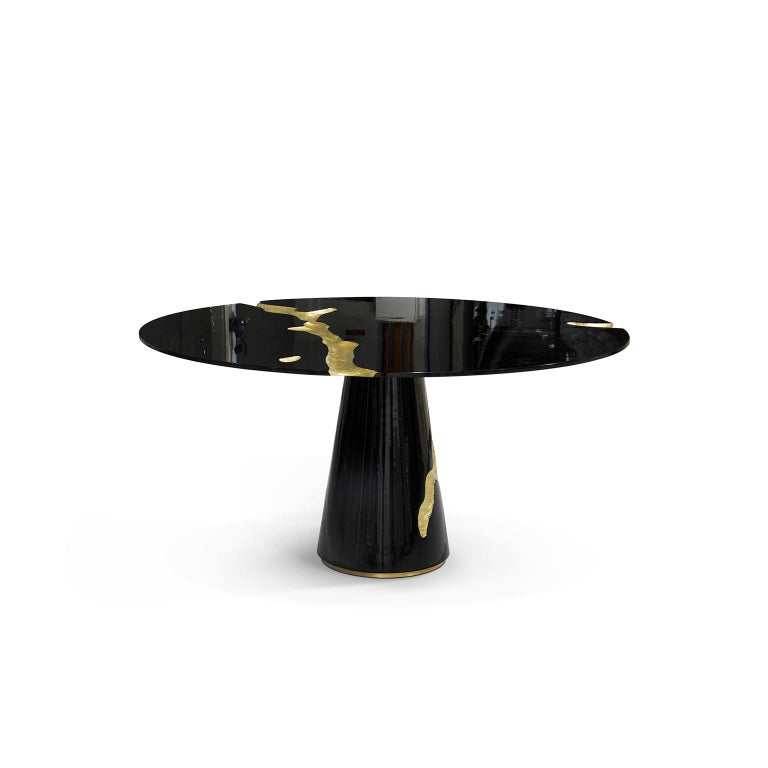 Great Empire's take centuries to build, and those who rise after taking a fall find their true strength. It goes without saying that great decisions are taken around powerful tables among determined minds. The Empire dining table symbolizes