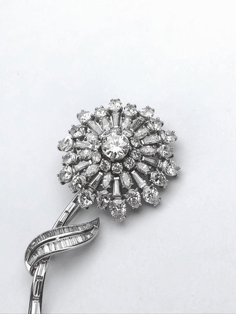 En Tremblant Platinum 16.00 Carat Diamond Flower Brooch For Sale 1