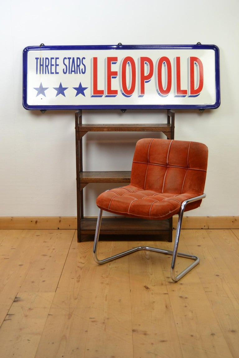 Great looking Belgian beer sign in the American colors white, red and blue and with stars. This large Enamel sign was made for the Brewery Leopold Brussels, that was located in the European District - European Parliament - Leopold Park till 1981