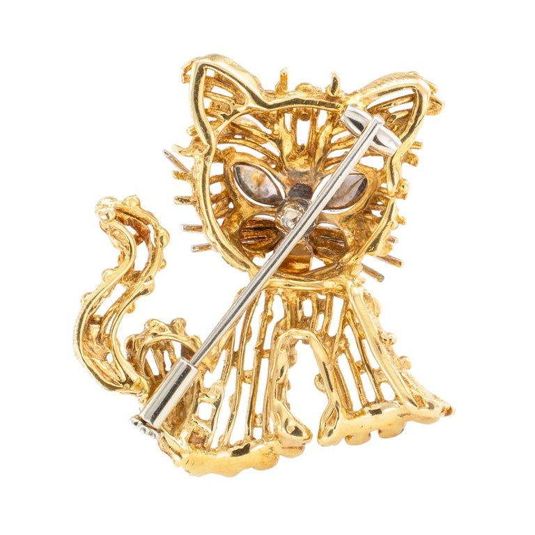 Enamel Gold Cat Brooch In Good Condition For Sale In Los Angeles, CA