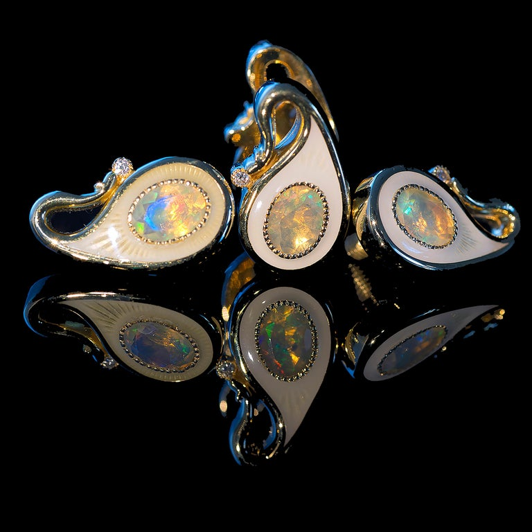 18k Yellow Gold Opals Diamonds Guilloche Enamel Double-Sided Paisley Cufflinks In New Condition For Sale In Vancouver, CA