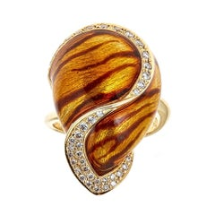 4/5 tcw Diamond accent Vintage enameled cocktail ring in 18k Yellow Gold