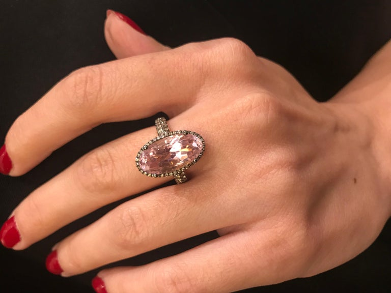 Contemporary Enameled Oval Kunzite and Brown Diamond Rose Gold Ring For Sale