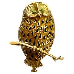 Enamel 18 Karat Yellow Gold Owl Brooch, French, 1950
