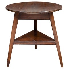 English 1840s Oak Cricket Table with Circular Top and Triangular Shelf