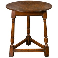 English 1840s Oak Cricket Table with Circular Top, Turned Legs and Stretchers
