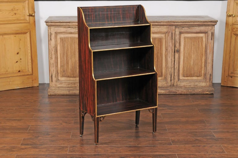 English 1850s Faux-Painted Waterfall Bookcase with Gilt Accents and Tapered Legs In Good Condition For Sale In Atlanta, GA