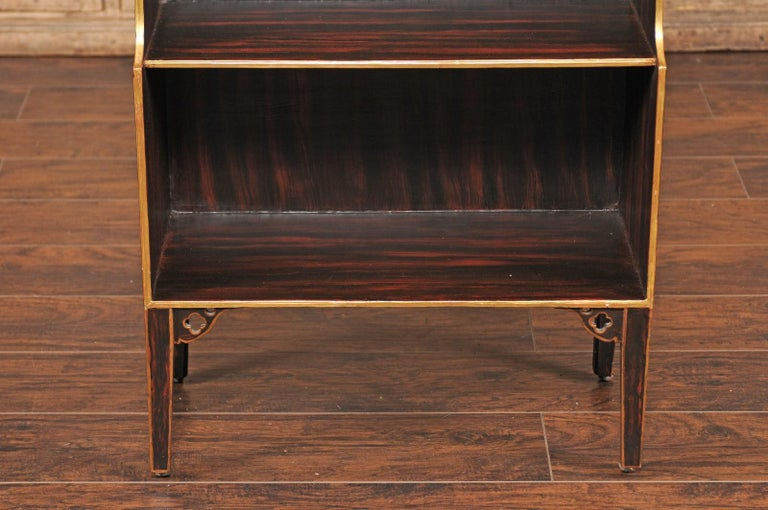 English 1850s Faux-Painted Waterfall Bookcase with Gilt Accents and Tapered Legs For Sale 4