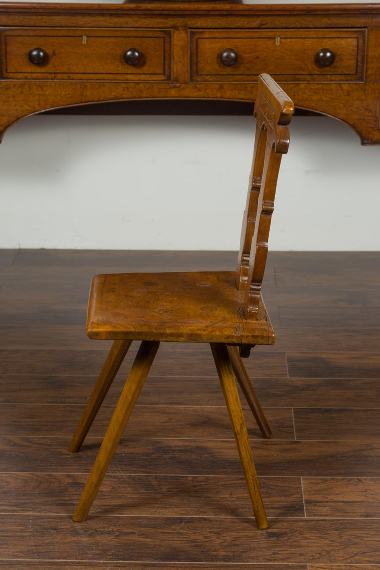English 1850s Oak Chair with Pierced Back, Carved Inscription and Wooden Seat For Sale 9