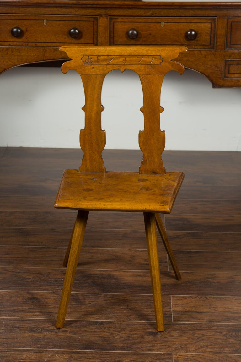 English 1850s Oak Chair with Pierced Back, Carved Inscription and Wooden Seat For Sale 10