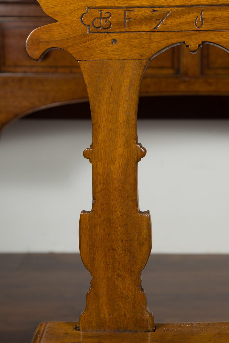 English 1850s Oak Chair with Pierced Back, Carved Inscription and Wooden Seat For Sale 4