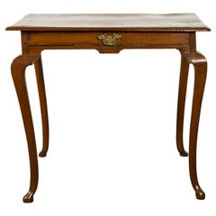 English 1860s Oak Side Table with Single Drawer and Slender Cabriole Legs