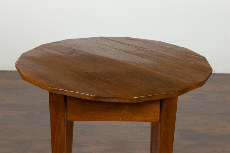 19th Century English 1860s Walnut Side Table with Polygonal Top and Tapered Legs For Sale
