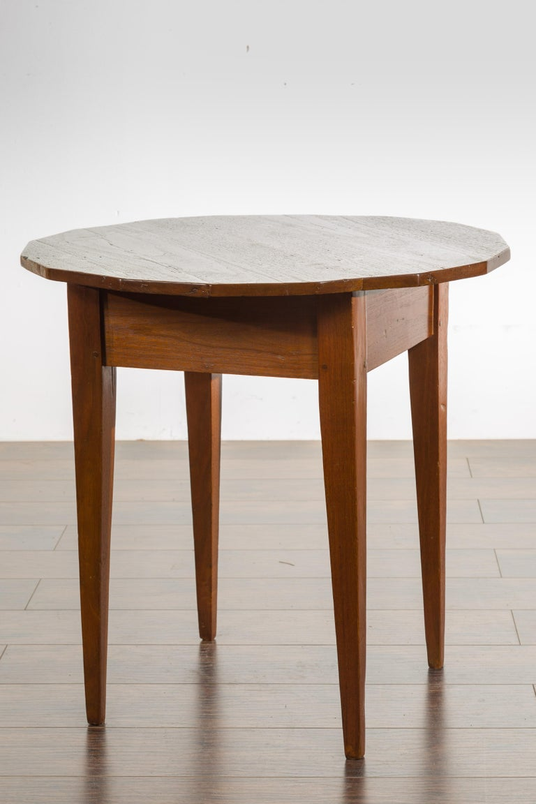 English 1860s Walnut Side Table with Polygonal Top and Tapered Legs For Sale 5