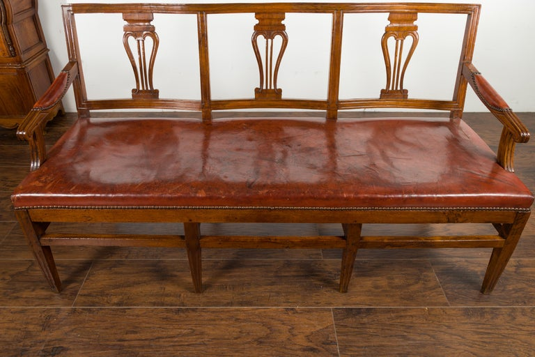 English 1860s Walnut Three-Seat Bench with Leather Seat and Carved Splats For Sale 6