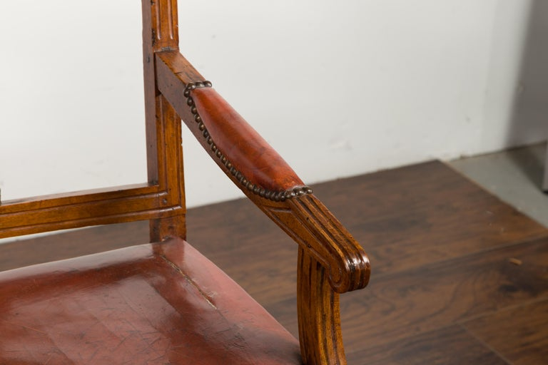 English 1860s Walnut Three-Seat Bench with Leather Seat and Carved Splats For Sale 7