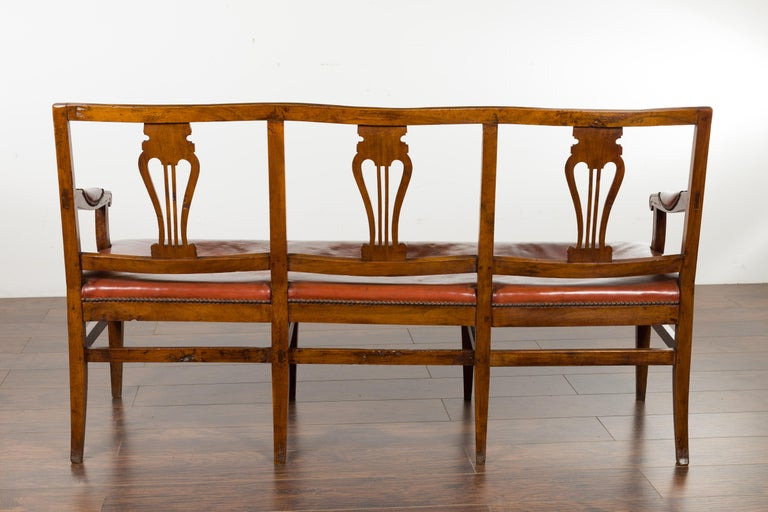 English 1860s Walnut Three-Seat Bench with Leather Seat and Carved Splats For Sale 12