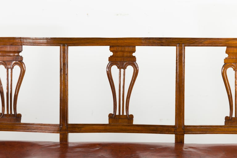English 1860s Walnut Three-Seat Bench with Leather Seat and Carved Splats For Sale 1