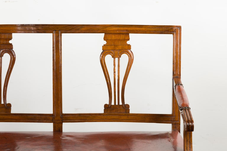 English 1860s Walnut Three-Seat Bench with Leather Seat and Carved Splats For Sale 2
