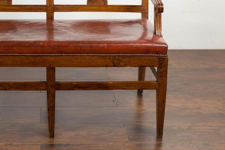 English 1860s Walnut Three-Seat Bench with Leather Seat and Carved Splats For Sale 5