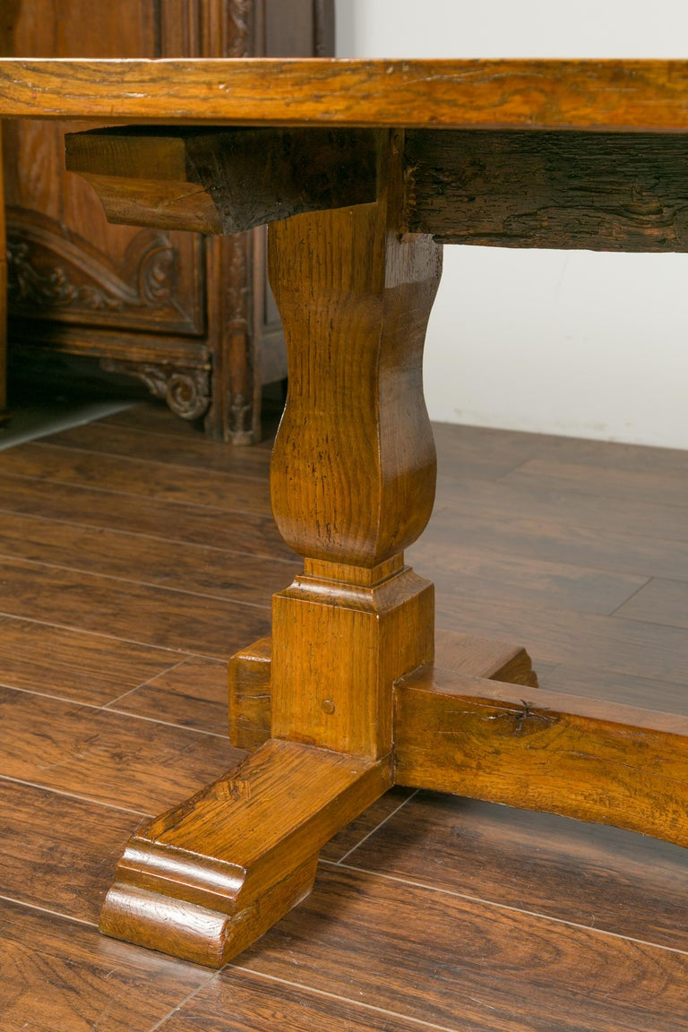 English 1870s Elm and Walnut Farm Table with Trestle Base and Baluster Legs For Sale 1
