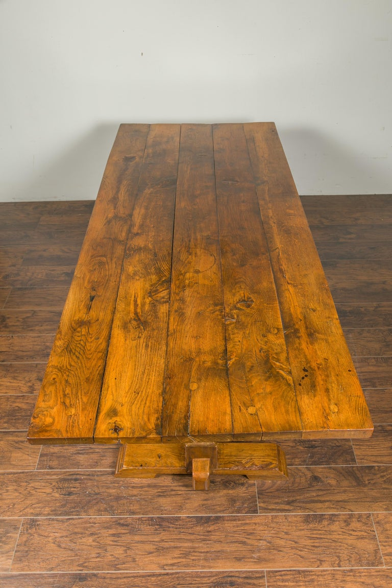 English 1870s Elm and Walnut Farm Table with Trestle Base and Baluster Legs For Sale 3