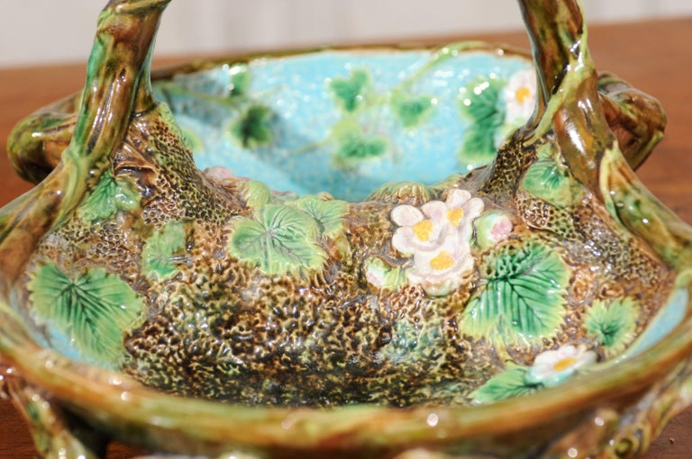 English 1870s George Jones Brown, Green and Turquoise Majolica Strawberry Basket In Good Condition For Sale In Atlanta, GA